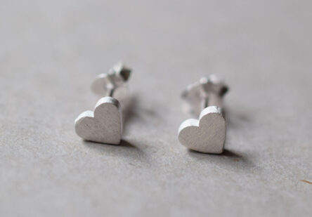 Earstuds brushed Heart