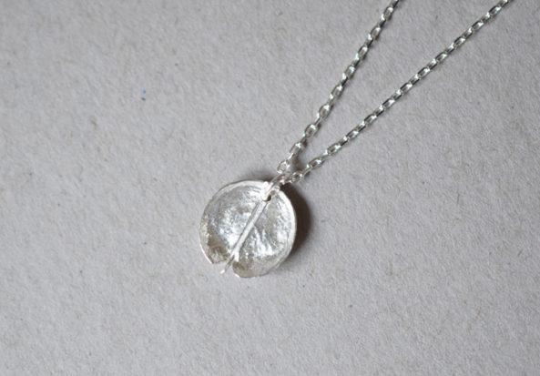 Necklace Round Leaf