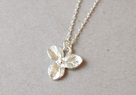 Necklace three Leaf