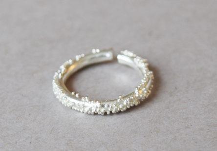 Ring dotty round