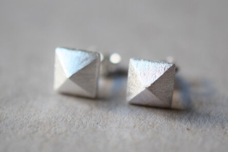 Earstuds brushed Pyramid