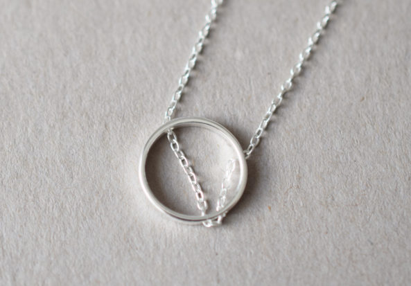 Necklace crossed Ring