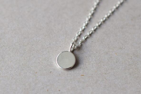 Necklace tiny Medaillon