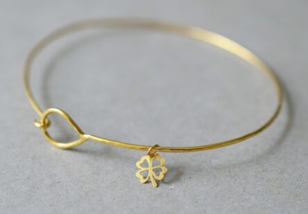 Fine Hammered Bangle with tiny Clover