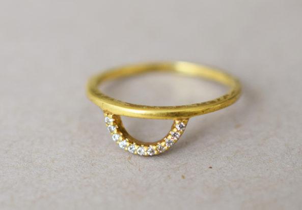 Ring Halfmoon with Zirconia Stones