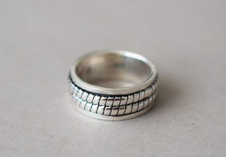 Ring Double Twist