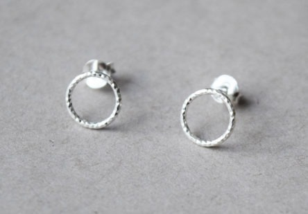 Earstuds hammered Circle