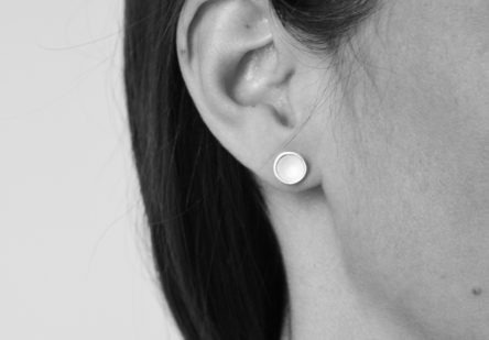 Earstuds White Rounds