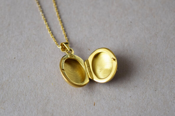 NecklacewithLocket